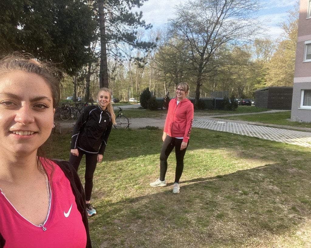Mitarbeiterinnen der Conitas beim Sport